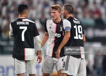 TURIN, ITALY - AUGUST 31: Cristiano Ronaldo, Matthijs De Ligt and Leonardo Bonucci talk during the Serie A match between Juventus and SSC Napoli at Allianz Stadium on August 31, 2019 in (Photo by Valerio Pennicino - Juventus FC/Juventus FC via Getty Images)